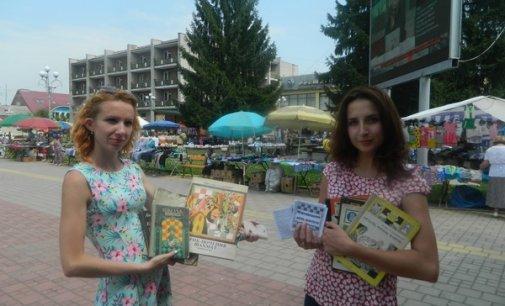 """На площі Поштовій провели акцію """"Дізнайся більше про день шахіста"""""""