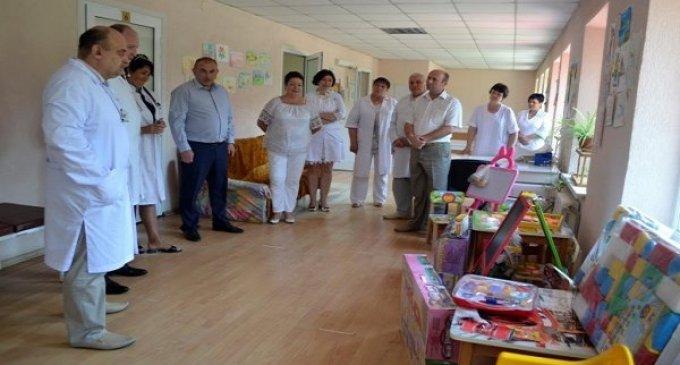 Тячівська районна лікарня отримала цінні подарунки для маленьких пацієнтів