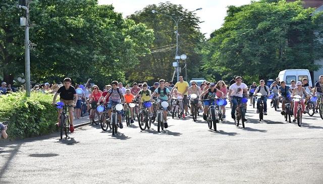 У Виноградові на площі Миру відбувся благодійний велопробіг