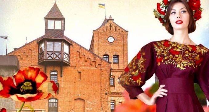 """Всеукраїнський фестиваль-показ етнічного та стилізованого одягу """"Аристократична Україна""""."""