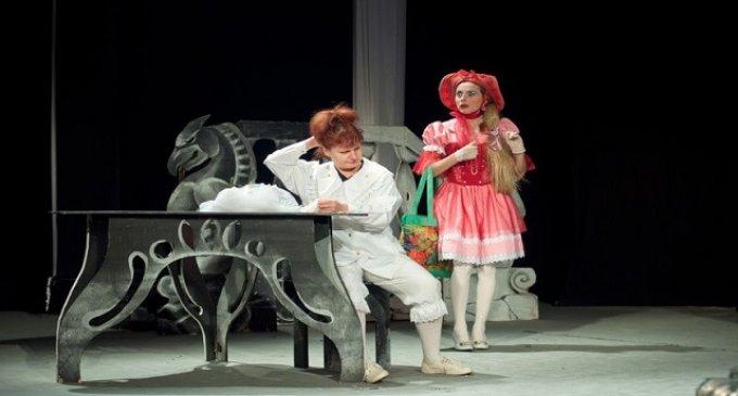 """Сучасну казку """"Спасибі, Барбі"""" представлять цієї неділі на сцені міського театру"""