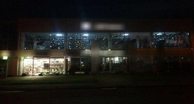 У Мукачеві невідомі обстріляли магазин з гранатомету