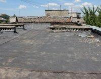 На Данила Апостола ремонтують дах багатоповерхівки