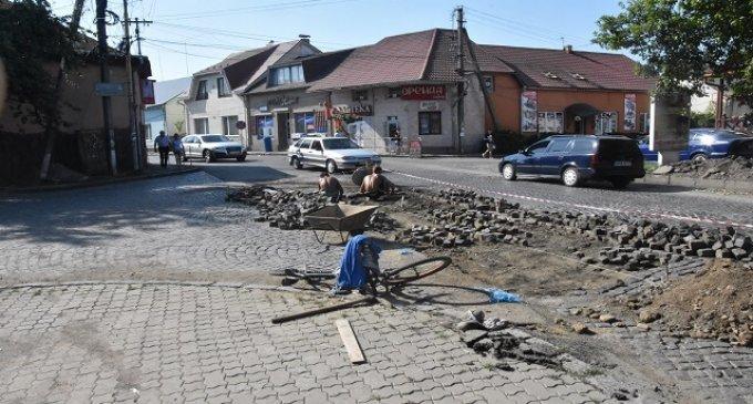 В Іршаві розпочато облаштування тротуару по вулиці Фединця