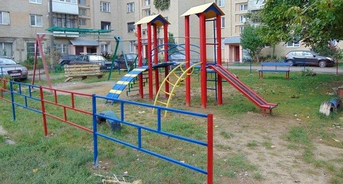 У Чопі завершилося облаштування трьох дитячих майданчиків