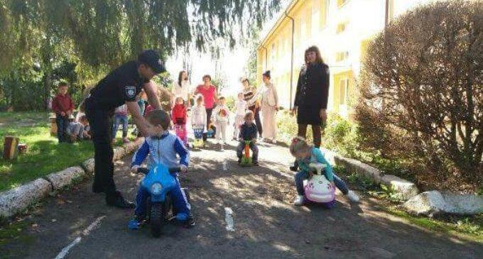 На Іршавщині поліцейські навчали дітей в дитсадках правил дорожнього руху