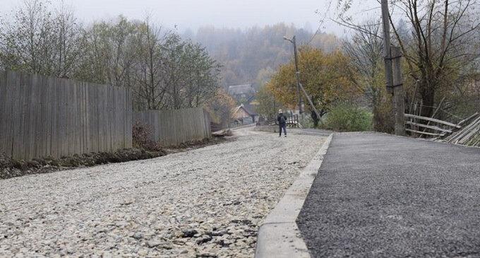 У селі Кваси ремонтують комунальну дорогу