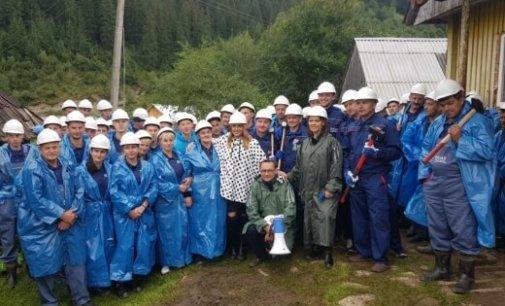 Ірина Білик і Оксана Марченко побудують будинок для сім'ї із Закарпаття