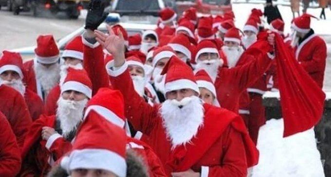 Парад миколайчиків в Ужгороді