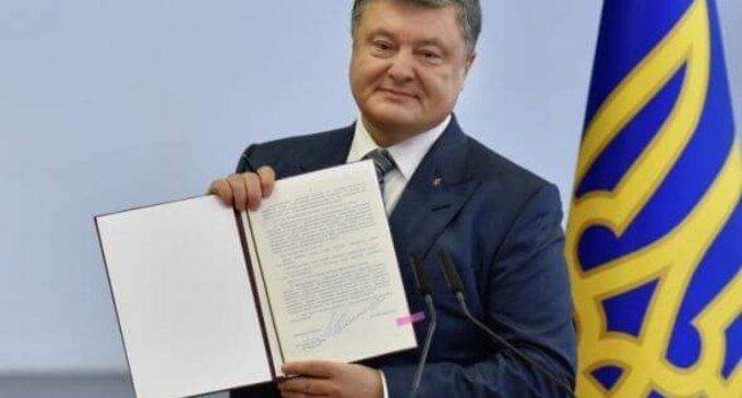 Порошенко підписав закон про пеню та абонплату на комуналку