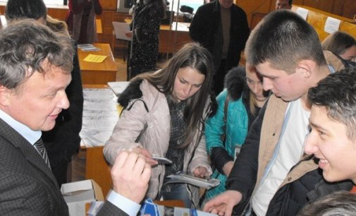 Сесійна зала Хустської райради приймала випускників Хустщини