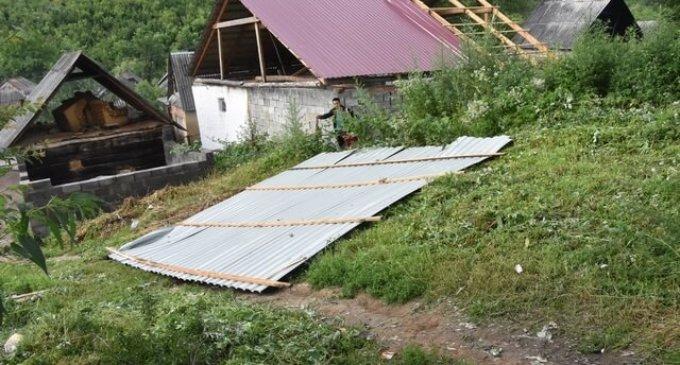 На Іршавщині сильний вітер пошкодив покрівлі будинків