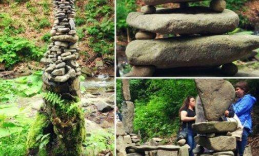 Біля водоспаду Шипіт з'явились містечко з каменю (Відео)