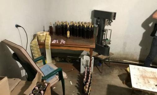 На Закарпатті припинено діяльність підпільного цеху, де виробляли «сурогатний» коньяк