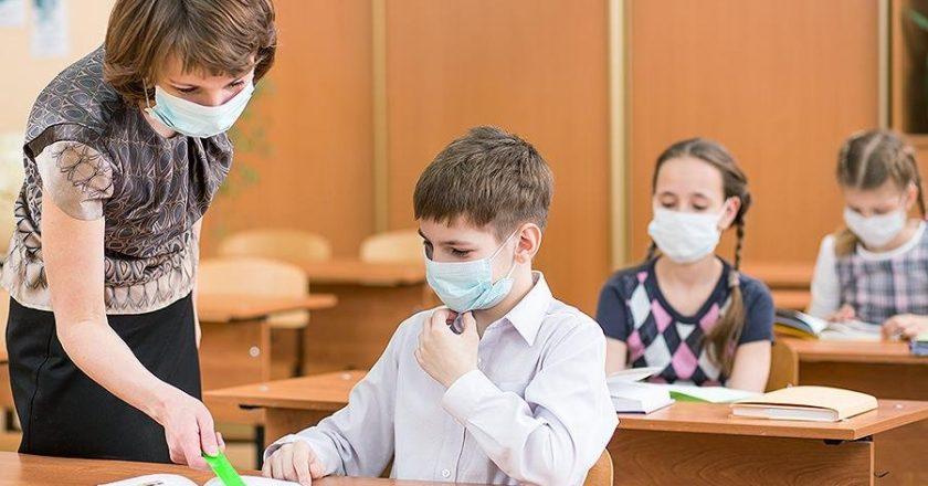МОЗ: 5195 учнів шкіл та 9600 вчителів хворіють на COVID-19