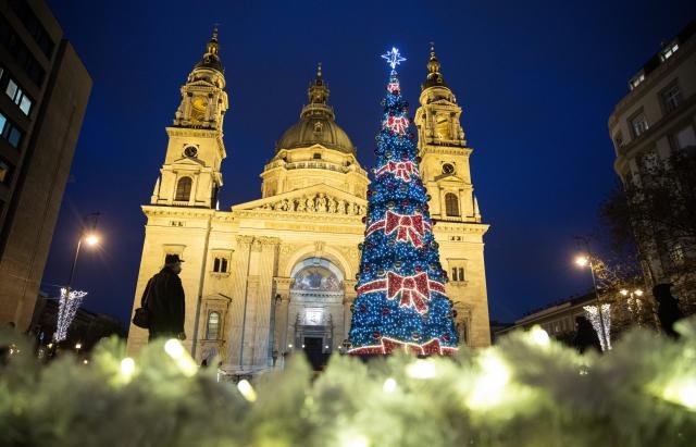 Новорічні ялинки та площі Угорщини, Словаччини та Румунії (ФОТО)