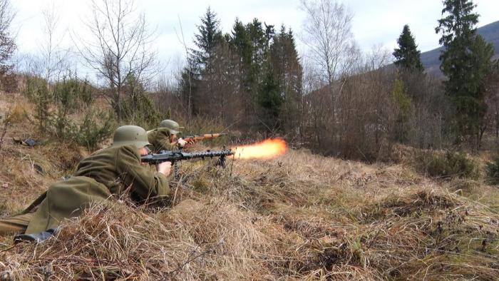 Бій за бункер: на Закарпатті реконструктори влаштували перестрілку