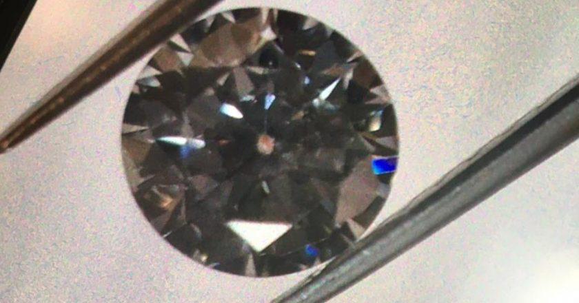 """""""Камінці"""" на 17 млн – Прикордонники викрили пасажирку з діамантами в кишені"""