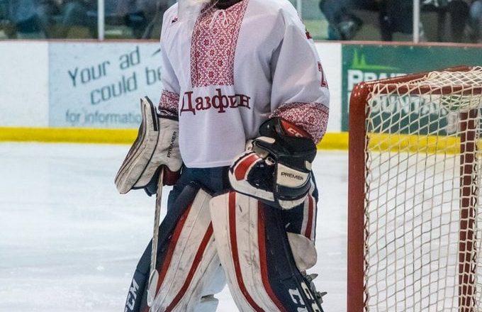 Канадські хокеїсти виходять на лід у вишиванках