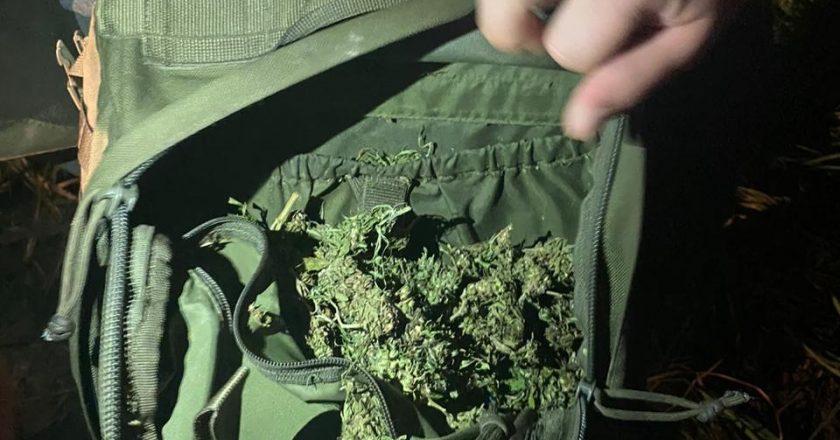 Чоловік, який переносив рюкзак з марихуаною, постане перед судом