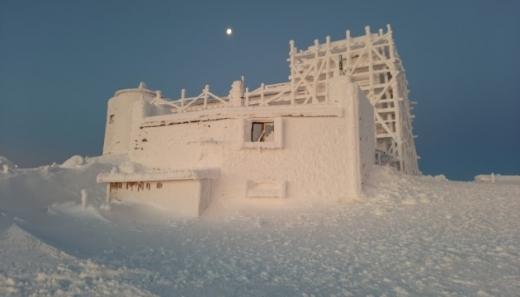 Ніби у казці: у мережі показали світлини обсерваторії на Чорногорі (фото)