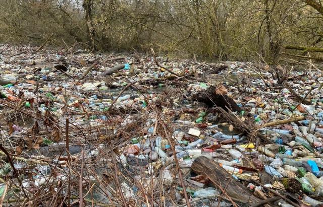 Експерт: найбільший пластиковий затор Закарпаття ліквідувати неможливо