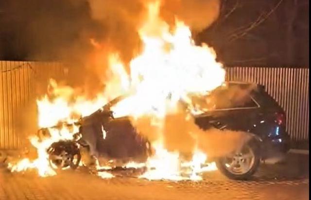 В Тячеві згоріли одразу дві автівки