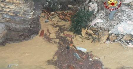 Моторошний обвал землі на кладовищі: 200 трун змило водою