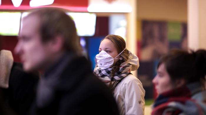 Уряд заборонив перебувати на вулицях без маски