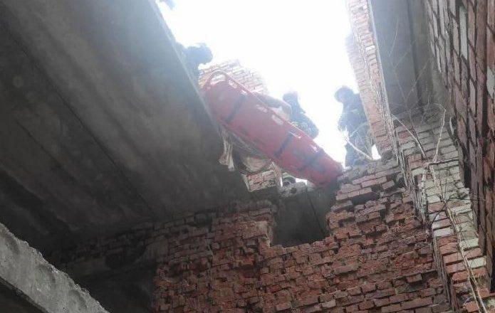 Цегляна стіна впала та вбила людину