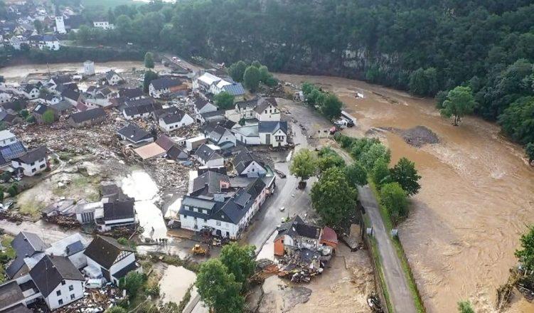 Потужні зливи в Закарпатті: зсуви, обвалені дерева, підтоплені дворогосподарства